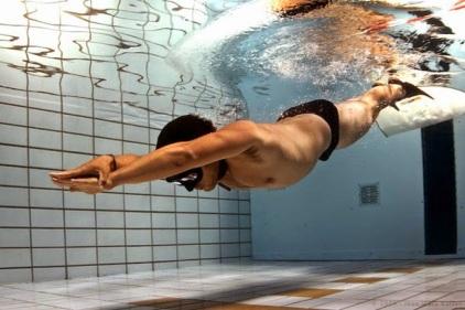 Resultado de imagen para imagenes nadador con plomo