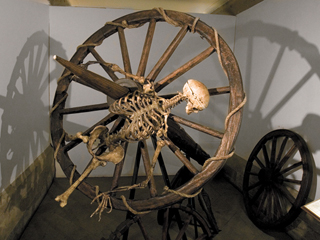 Resultado de imagen para imagenes tortura la rueda gifs animados