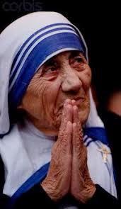 Resultado de imagen para imagenes teresa de calcuta rezando